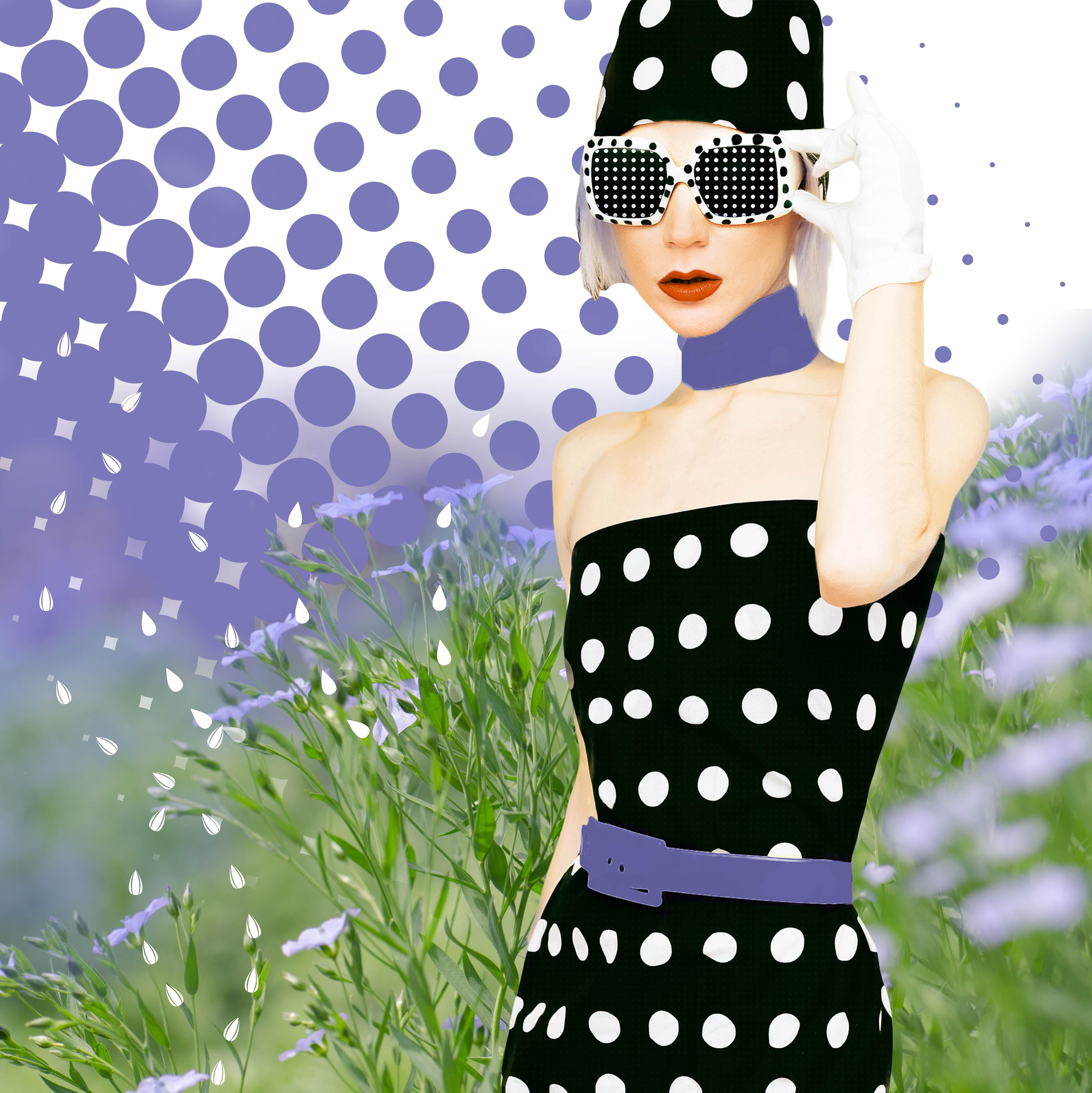 PoreTect Lady with black dress with white dots